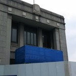 一宮市の旧庁舎に解体用の囲いができて、取り壊しが始まっています