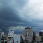 黒っぽい雷雲や雨雲は、西の空や北の空から一宮市にやってきます